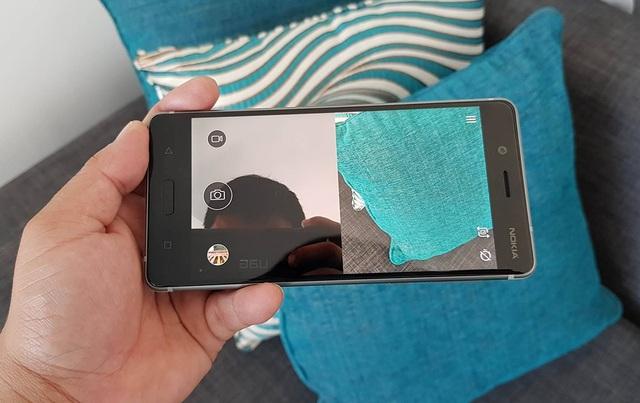 Đi cùng đó, Nokia 8 có khả năng quay dual-sight video đầu tiên trên thế giới và phát trực tiếp (livestream) trên mạng xã hội như Youtube và Facebook. Dual-sight cho phép thiết bị sử dụng đồng thời hai camera trước và sau trong một màn hình cho cả hình ảnh và video.