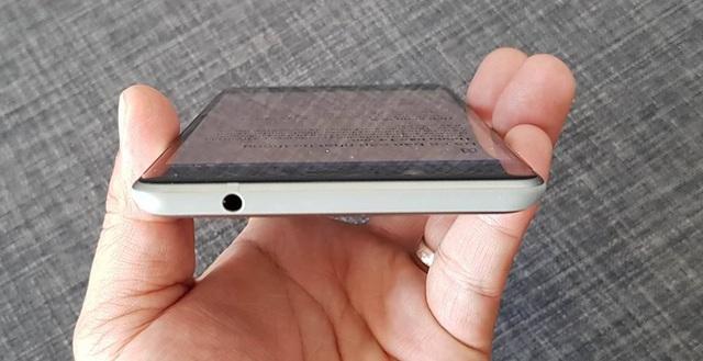 Tổng quan Nokia 8 sở hữu phần viền mỏng 4,6mm và thân máy chỉ dày 7,3mm.