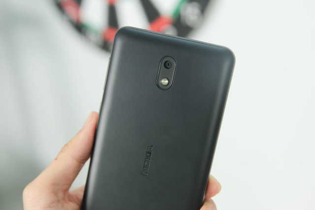 Nokia trang bị cho máy camera chính 8 MP tự động lấy nét và trợ sáng bằng đèn Flash.