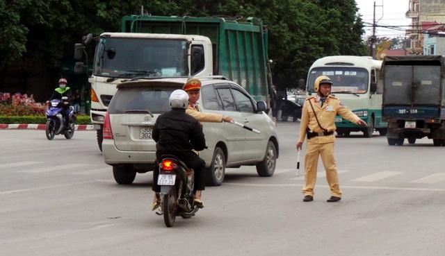 Bên cạnh việc đảm bảo trật tự an toàn giao thông, chống ùn tắc trong những ngày cao điểm, lực lượng CSGT Hà Nội còn tăng cường xử lý vi phạm về nồng độ cồn.