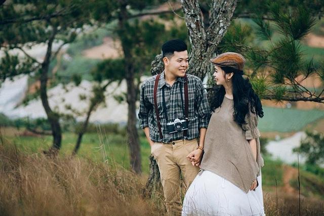 """Lên ý tưởng chụp ảnh cưới, Minh Cường cho biết: """"Hai đứa đều mong ước một cuộc sống bình dị nên bọn mình quyết định ghi lại những cảm xúc tự nhiên nhất trong tình yêu""""."""