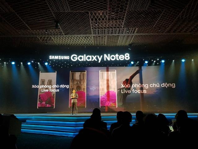 Galaxy Note8 có khả năng chụp xoá phông chủ động Live Focus.