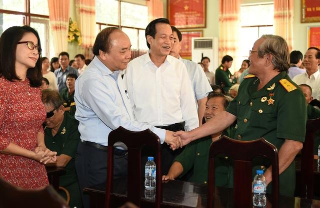 Thủ tướng thăm hỏi thương binh tại Trung tâm Điều dưỡng thương binh và người có công Long Đất.