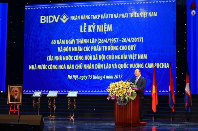 Thủ tướng: BIDV là phải nâng tầm cỡ để trở thành một ngân hàng thương mại hàng đầu khu vực, mang tầm cỡ quốc tế.
