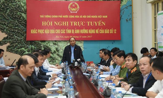 Thủ tướng yêu cầu Quân khu 5 dừng việc huấn luyện, tập trung hỗ trợ nhân dân khắc phục hậu quả do mưa bão.
