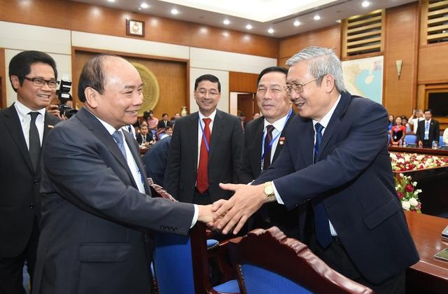 Thủ tướng chúc mừng lãnh đạo các hiệp hội doanh nghiệp trong ngày Doanh nhân Việt Nam 13/10.