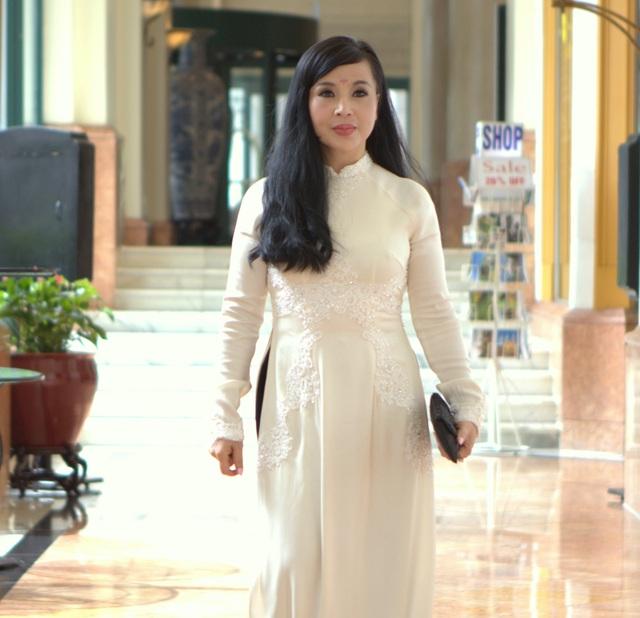 NSND Lan Hương trong buổi họp báo ra mắt phim mới.