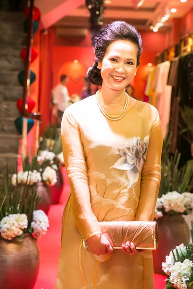 Trái ngược với vai diễn trong phim, ngoài đời nghệ sĩ Lan Hương rất gần gũi, thân thiết với con dâu.