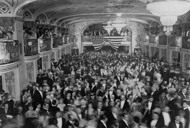 Tiệc khiêu vũ tại lễ ăn mừng nhậm chức của Tổng thống Herbert Hoover ở khách sạn Mayflower vào tháng 3/1929.