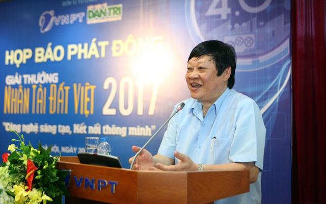 Thứ trưởng Bộ Y tế Nguyết Viết Tiến chia sẻ tại buổi họp báo.