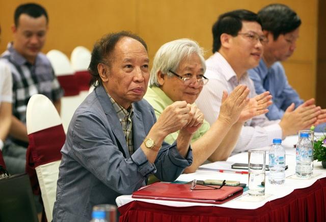 GS.TS Phạm Tất Dong (người thứ 2 từ trái qua) - Phó Chủ tịch Trung ương Hội Khuyến học Việt Nam tham dự buổi lễ phát động Giải thưởng Nhân tài Đất Việt năm 2017.