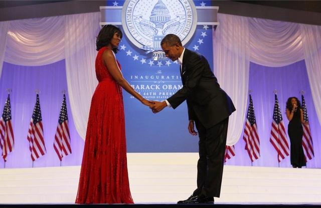 Tổng thống Barack Obama khiêu vũ cùng Đệ nhất phu nhân Michelle tại buổi khiêu vũ ăn mừng nhậm chức vào ngày 21/1/2013.