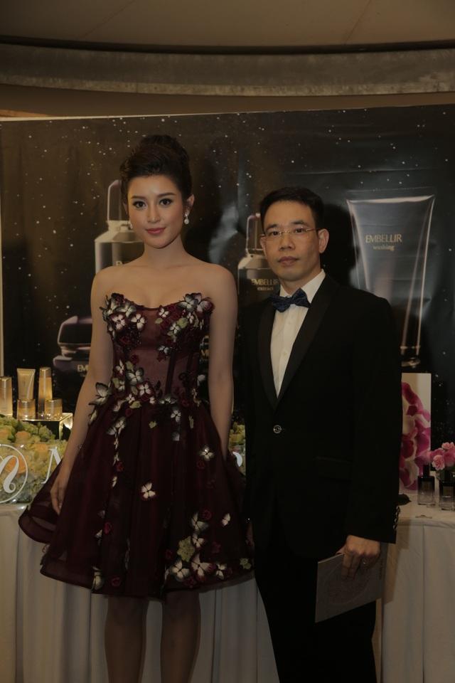 Chủ tịch Menard Việt Nam - Ông Khương Anh Văn và Á hậu Huyền My.
