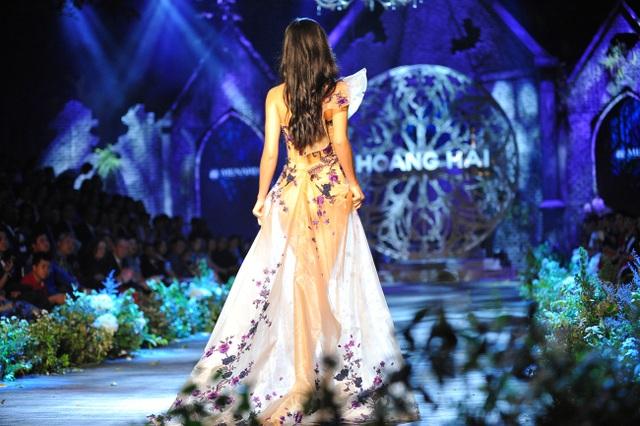 Mai Phương Thúy, Thủy Top tái xuất thưởng lãm BST Kim cương tím - 16