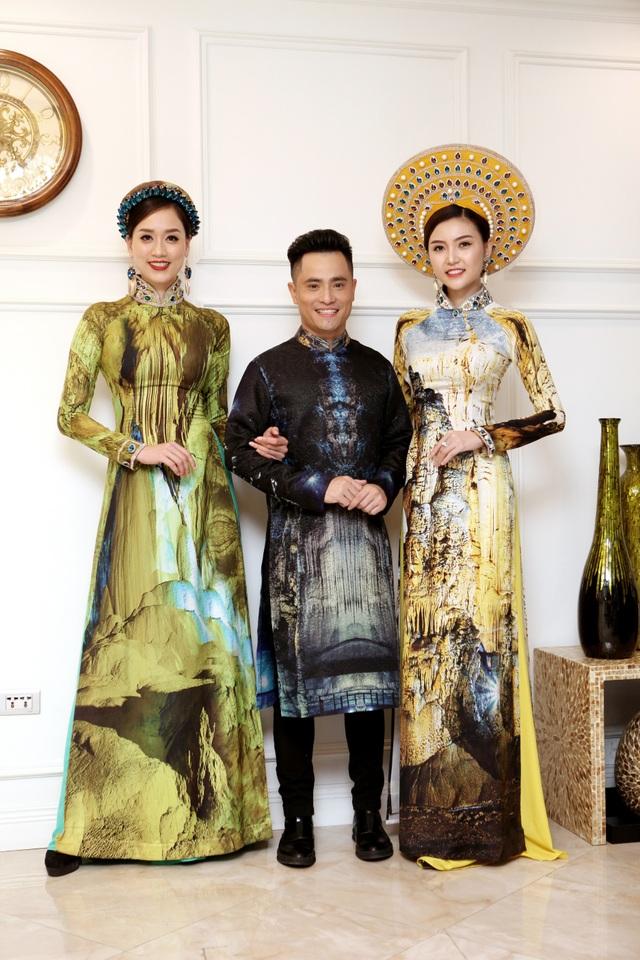 NTK Nhật Dũng bên những mẫu áo dài nằm trong bộ sưu tập Thiên đường gọi tên.