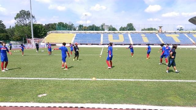Thời tiết vẫn còn nắng nhưng các tuyển thủ nữ việt Nam vẫn rất tập trung, ảnh: Q.H