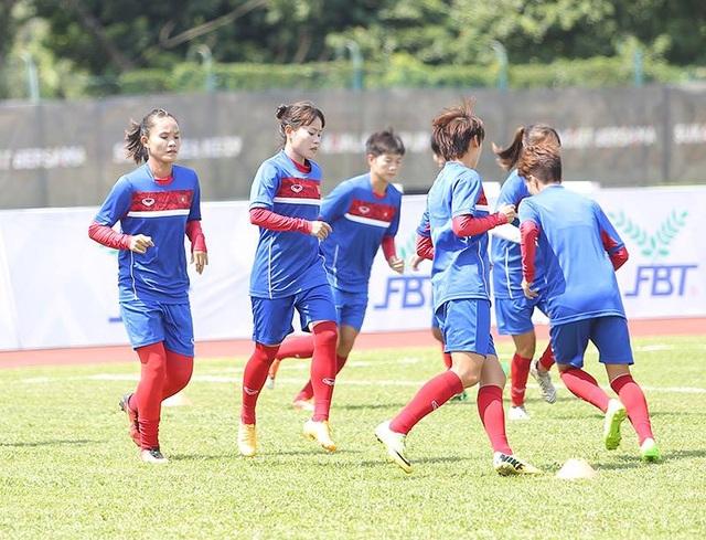 Các tuyển thủ nữ Việt Nam vẫn miệt mài tập luyện, ảnh: Q.H