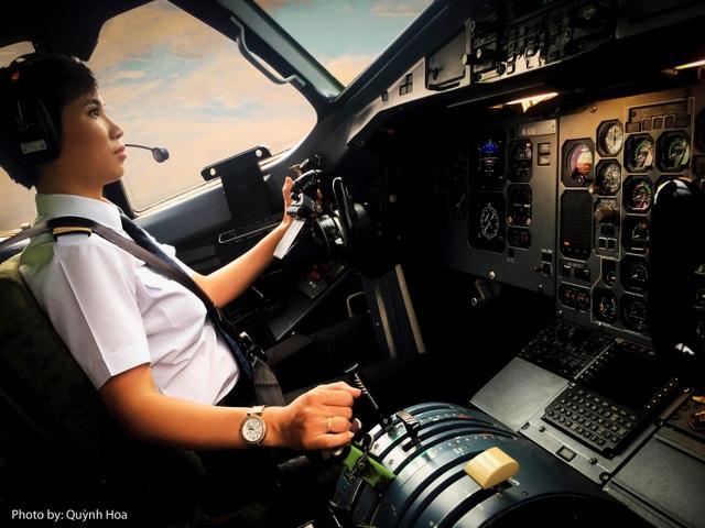 Nữ cơ trưởng đầu tiên của Vietnam Airlines Nguyễn Ly Hương
