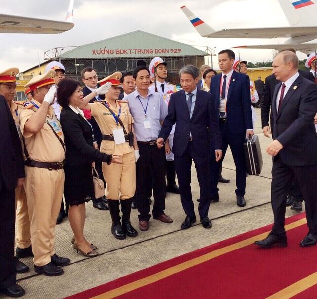 Tổng thống Nga Putin tại sân bay Đà Nẵng chiều 11/11