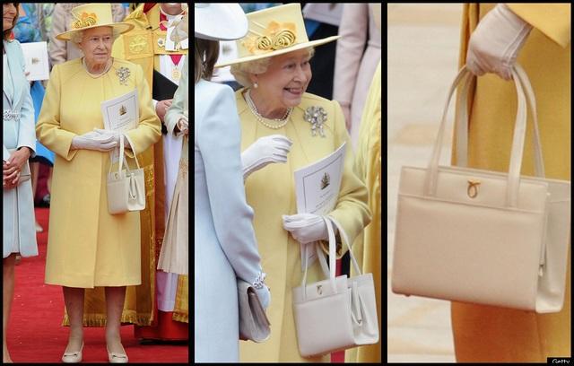 Thông điệp ẩn giấu trong cách dùng túi xách của Nữ hoàng Anh - 1