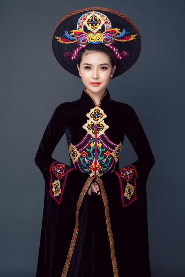 Nữ hoàng Ngọc Duyên trong trang phục áo dài của NTK Nhật Dũng.