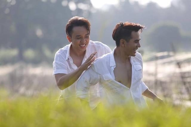 """Hai hot boy của Vũ Ngọc Đãng gây """"sốc"""" với nụ hôn đồng tính - 4"""
