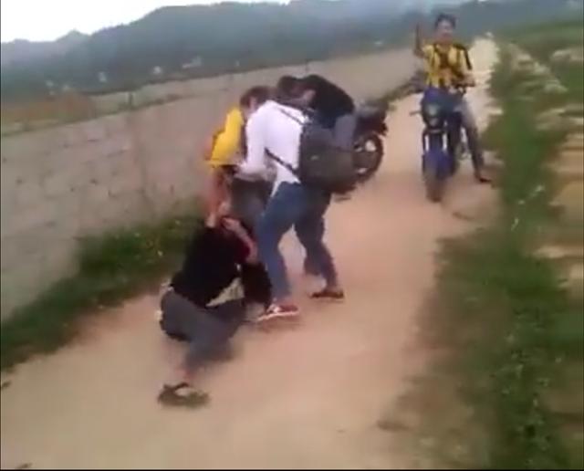 Thanh Hóa: Lại xảy ra vụ nữ sinh đánh nhau tung clip lên mạng - 1
