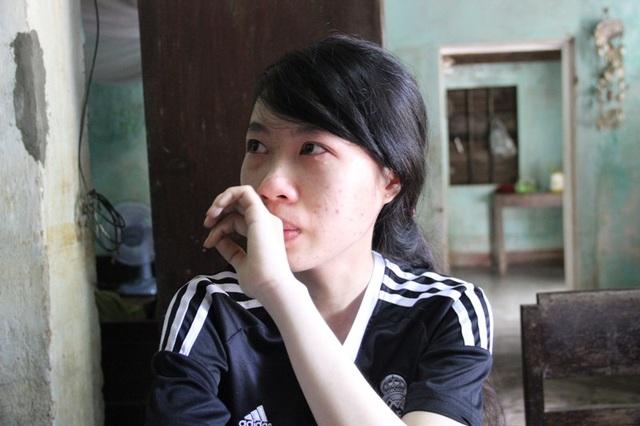 Là em út trong nhà nhưng Phương luôn biết lo lắng , giúp mẹ mọi việc trong gia đình và chăm sóc cho cha