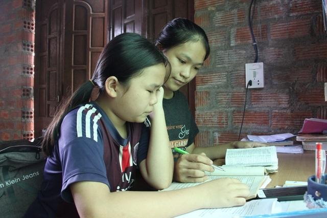 Em gái Trâm năm nay bước vào lớp 11 cũng học rất giỏi