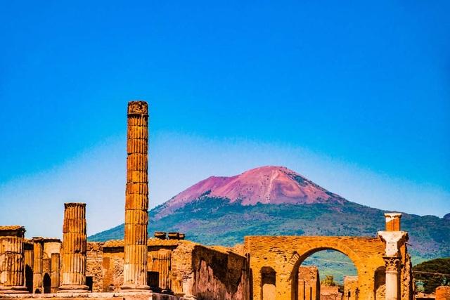 Câu chuyện của hai thành phố Pompeii và Herculaneum có thể khiến chúng ta nghĩ rằng Vesuvius là mối đe dọa lớn nhất – nhưng chưa chắc.