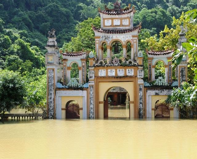 Mưa lớn gây ngập lụt khắp nơi ở Ninh Bình, thiệt hại nặng nề về kinh tế.