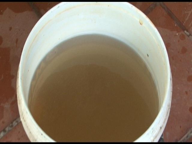 Nguồn nước bị nhiễm bẩn gây ảnh hưởng đến sinh hoạt của người dân