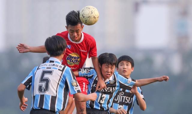 Các cầu thủ thuộc học viện bóng đá Nutifood đánh bại đội U13 Kawasaki (Nhật)