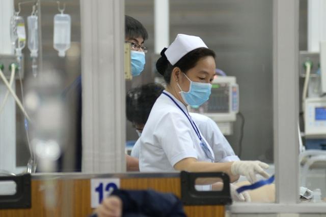 Khoa cấp cứu là nơi quan trọng, liên quan đến sinh mạng của các bệnh nhân nên các bác sĩ phải luôn tập trung vào công việc.