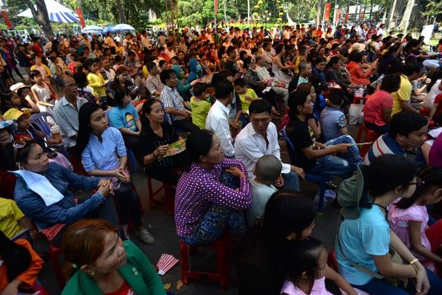 Trong dịp Tết, Thảo Cầm Viên tổ chức nhiều chương trình vui chơi, ca nhạc phục vụ du khách.