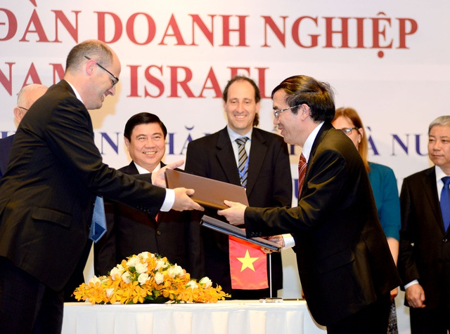 Đại diện cơ quan chức năng hai nước ký biên bản ghi nhớ hợp tác kinh tế, công nghệ, nông nghiệp