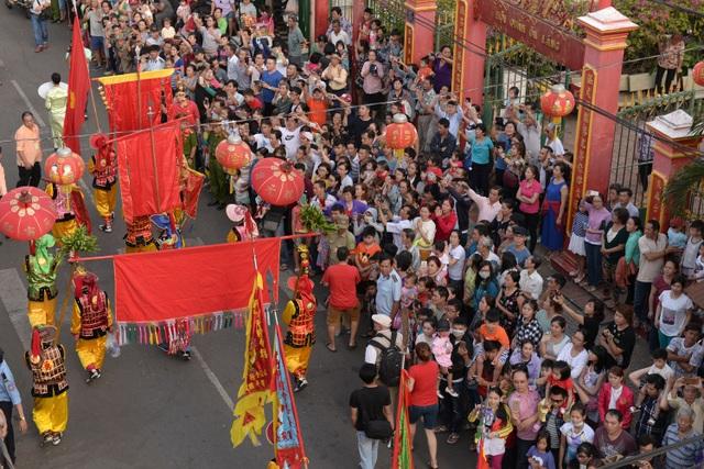 Lễ hội đường phố của cộng đồng người Hoa vừa diễn ra vào dịp rằm tháng Giêng (11/2) tại TPHCM.