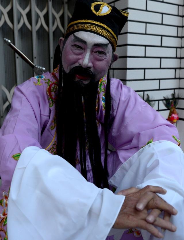 Những người tham dự đoàn diễu hành chủ yếu là người Hoa đang sinh sống, làm việc tại TPHCM. Họ mặc những trang phục đặc trưng truyền thống.
