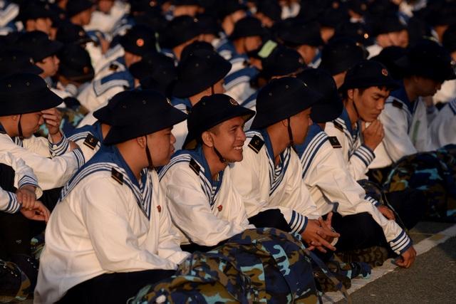 Sáng 16/2, các quận, huyện trên địa bàn TPHCM đồng loạt tổ chức lễ giao nhận quân với hơn 4000 công dân nhập ngũ.
