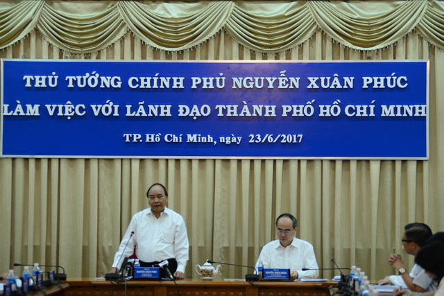 Vấn đề xoá sân golf, mở rộng sân bay được đưa ra bàn tại buổi làm việc của Thủ tướng Nguyễn Xuân Phúc với lãnh đạo TPHCM