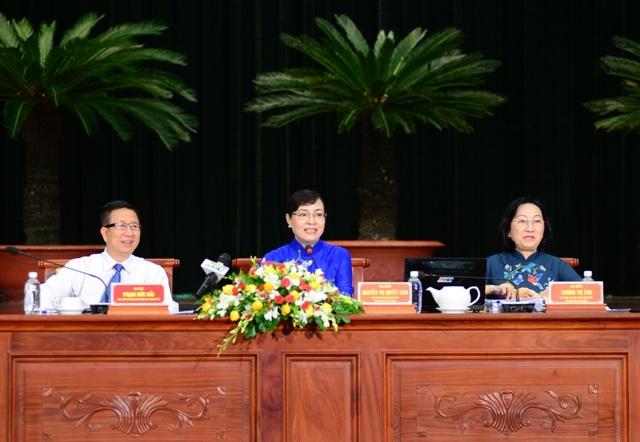 Kỳ họp thứ 5 HĐND TPHCM khóa IX bước qua ngày làm việc thứ 3