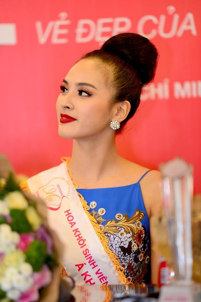 Vẻ đẹp sắc sảo của Á khôi 1 Hoa khôi Sinh viên Việt Nam 2017
