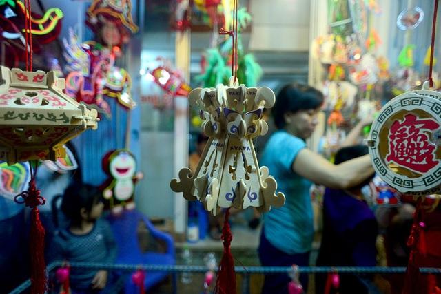 Giá phổ biến các loại đèn lồng từ 15.000 đồng đến 100.000 đồng, có loại lên đến trên 350.000 đồng.