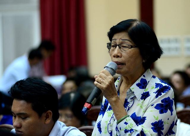Cử tri Lê Thị Liên Minh, phường Tân Quy nêu vấn đề về cơ chế đặc thù cho TPHCM.