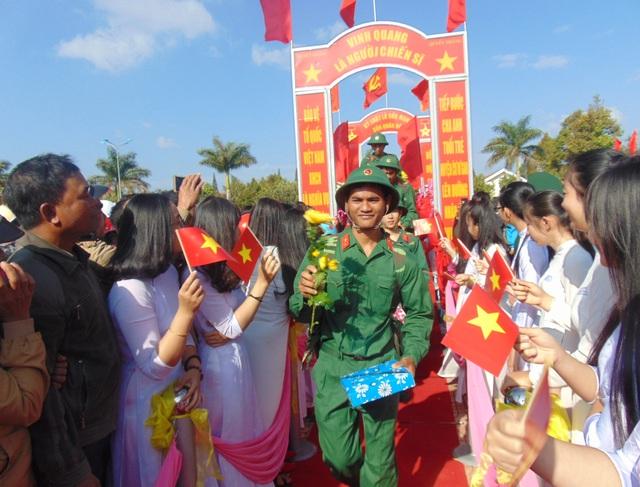 Thanh niên hăng hái nhập ngũ đợt tuyển quân năm 2017 tại Đắk Lắk