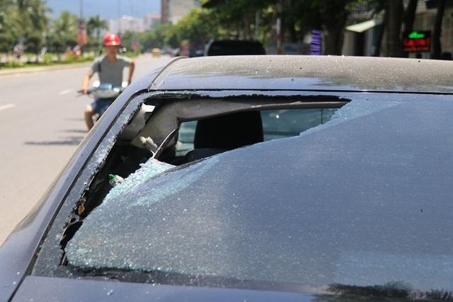 Hàng loạt ô tô bị đập phá trong đêm
