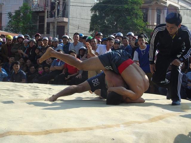 Quảng Bình: Gay cấn lễ hội vật truyền thống đầu xuân Đinh Dậu - 8