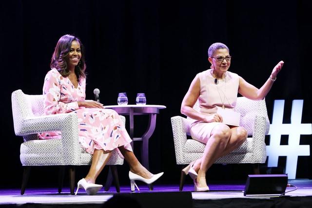 Cựu Đệ nhất phu nhân Mỹ Michelle Obama trong cuộc phỏng vấn tại Denver hôm 25/7. (Ảnh: People)