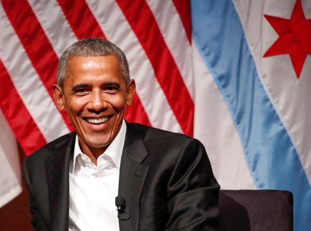 Ông Obama vui vẻ diễn thuyết tại Trung tâm Nghệ thuật Logan thuộc Đại học Chicago.