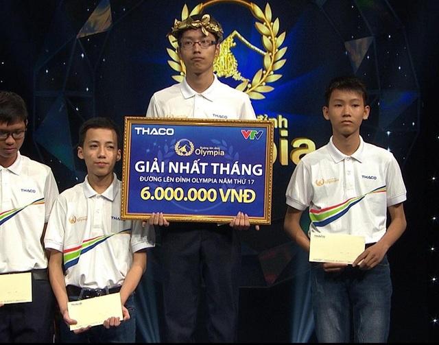 Như vậy, Thanh Tùng cũng là thí sinh đầu tiên góp mặt tại trận thi Quý 3 Đường lên đỉnh Olympia lần thứ 17.